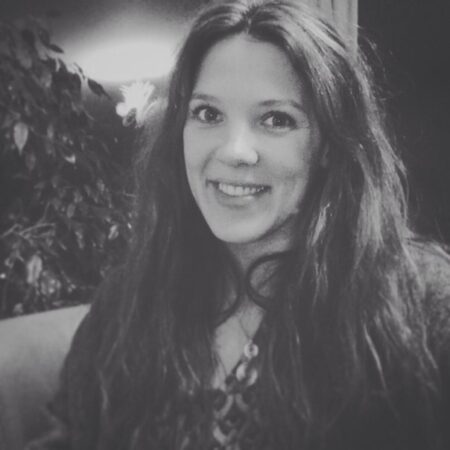 Laurine dispo pour une rencontre sans tabou a Montreuil