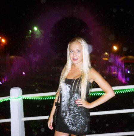 Nelya, 26 cherche une complicité sexuelle